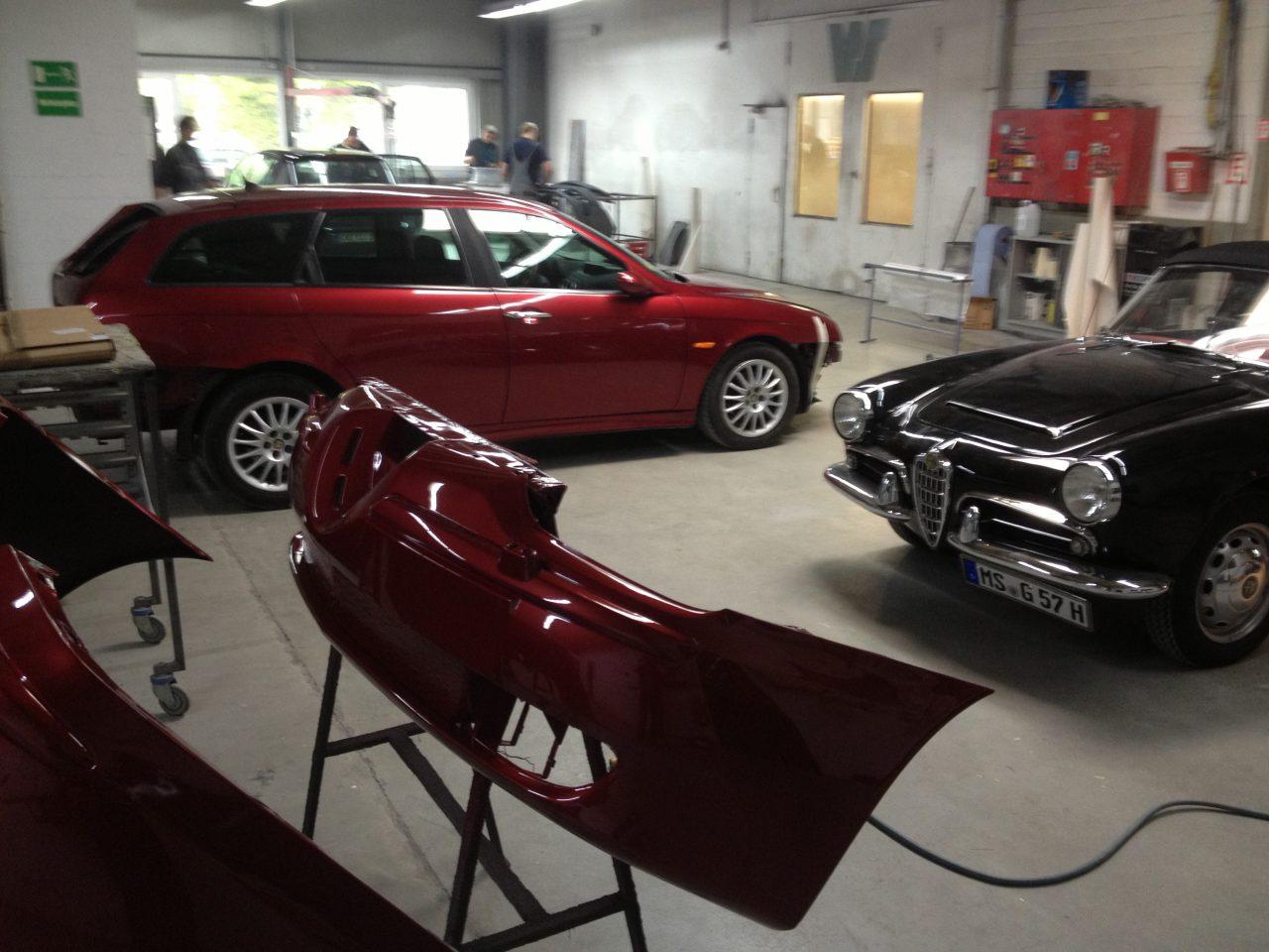 Zwei Alfa Romeo verschiedener Generationen in der Restauration