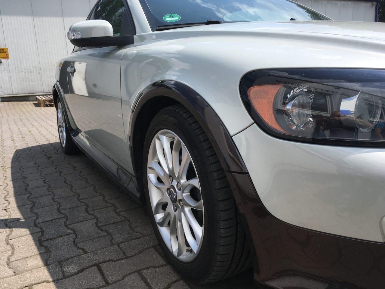 Lackierung und umbördelung Volvo c30