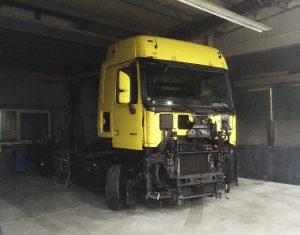 Gelbe Sonderlackierung an einem LKW